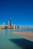 Горизонт Чикаго от парка оливки Мильтона Ли Стоковая Фотография