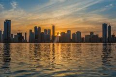 Горизонт Шарджа ОАЭ захода солнца Стоковое Изображение RF
