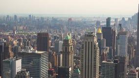 Горизонт широкой съемки зданий горизонта Нью-Йорка Манхаттана в реальном времени, УЛЬТРА HD 4K, сток-видео