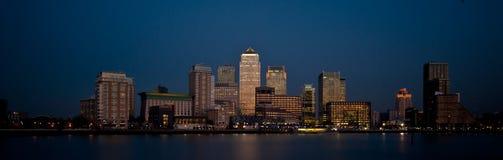 Горизонт 2013 финансовохозяйственного заречья Лондона панорамный на сумраке Стоковое Изображение