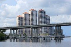 Горизонт Fort Myers и мост Caloosahatchee Стоковое фото RF