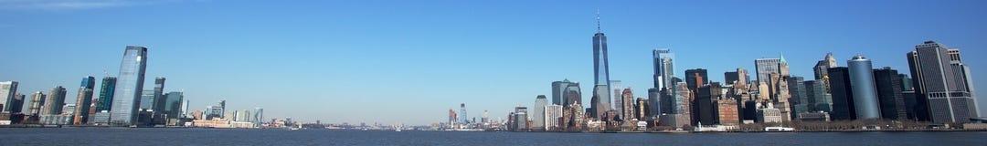 Горизонт Jersey City и Манхаттана Стоковые Изображения RF