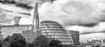 горизонт london Здания вдоль Рекы Темза Стоковые Фотографии RF