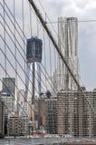 Горизонт NYC от Бруклинского моста Стоковая Фотография