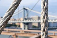 Горизонт NYC от Бруклинского моста Стоковые Изображения