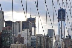 Горизонт NYC от Бруклинского моста Стоковое Фото