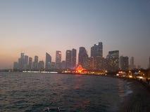 Горизонт Qingdao на заходе солнца стоковое фото rf