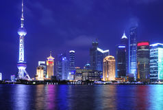 горизонт shanghai ночи стоковое изображение
