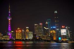 горизонт shanghai ночи стоковая фотография rf