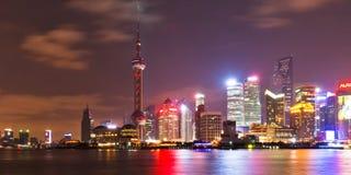 горизонт shanghai 2 ночей Стоковая Фотография RF