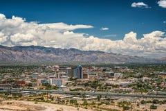 Горизонт Tucson от пика часового стоковые фото