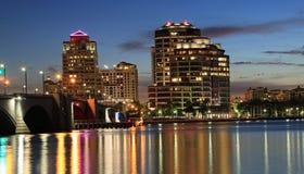 Горизонт West Palm Beach на ноче Стоковое Фото