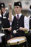 гористая местность Шотландия игр барабанщика Стоковое Фото