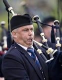 гористая местность Шотландия игр волынок Стоковое Изображение RF