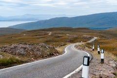 Гористые местности узкой однопутной дороги западные - Шотландия, Великобритания Стоковое Фото