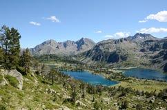 Гористые озера в французских Пиренеи, природные ресурсы Neouvielle Стоковое Изображение RF