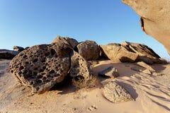 Горная порода в пустыне Namib в заходе солнца, ландшафте Стоковые Фото