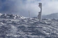 Горная тропа зимы стоковая фотография rf