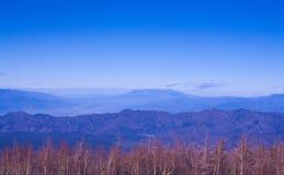 Горная цепь и небо Стоковое Фото