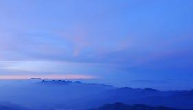 горная цепь Таиланд утра тумана тропический Стоковое фото RF