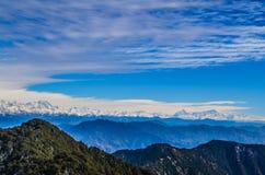 Горная цепь Mahabharta в облачном небе Стоковая Фотография RF