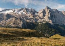 Горная цепь Marmolada с ледником Marmolada в доломитах Стоковые Изображения