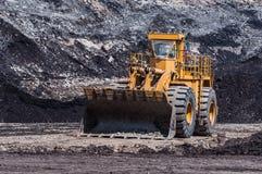 Горное оборудование или минируя машинное оборудование, бульдозер от открытого карьера или шахта открыт-бросания как продукция угл Стоковые Фото