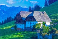 Горное село Альпов в Италии Стоковые Изображения