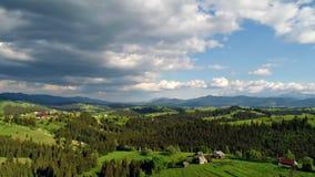 Горное село под облачным небом сток-видео