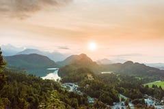 Горные вершины долины Alpsee баварские, Fussen, Германия Стоковое Изображение