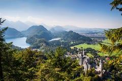 Горные вершины долины Alpsee баварские, Fussen, Германия Стоковые Фотографии RF