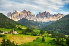 Горные вершины доломитов, гора - di Funes Val Стоковые Фотографии RF