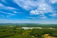 Горные виды голубого неба Стоковые Изображения RF