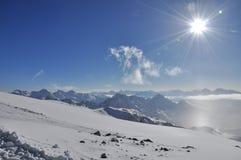 Горные пики в снеге Стоковое Изображение