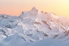 Горные пики Кавказ в зиме стоковые изображения