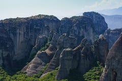Горные породы в центре  зоны Meteora в Греции стоковые фото