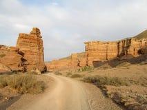Горные породы в национальном парке Charyn каньона (Sharyn) стоковое изображение