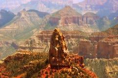 Горные породы в оправе гранд-каньона северной Стоковое Изображение RF