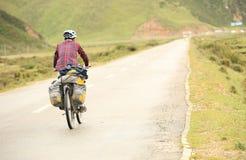 Горный велосипед едет Тибет, фарфор - изображение запаса Стоковое Изображение RF