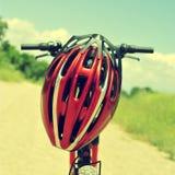 Горный велосипед и шлем Стоковое Изображение