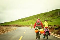 Горный велосипед людей задействуя Стоковое Изображение RF