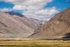 Горный вид долины Zanskar Стоковые Фотографии RF