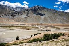 Горный вид долины Zanskar Стоковые Изображения