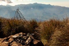 Горный вид ландшафта от саммита государственнаяа граница Pico Três Эстадос 3 стоковая фотография rf