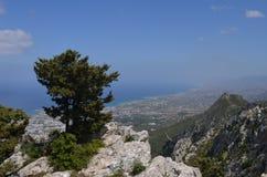 Горный вид от стен замка Hilarion Kyrenia, Кипр стоковые фото
