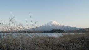 Горный вид Фудзи от озера Kawaguchi, Японии Стоковые Фотографии RF
