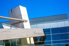 Горный вид, CA/USA - 21-ое мая 2018: Внешний взгляд здания Googleplex, корпоративного комплекса штабов Google и свой стоковая фотография
