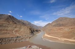 Горный вид, Инд и zanskar стечение реки Стоковая Фотография RF