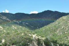 Горный вид радуги Стоковое фото RF