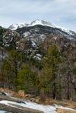 Горный пик в национальном парке скалистой горы стоковая фотография rf